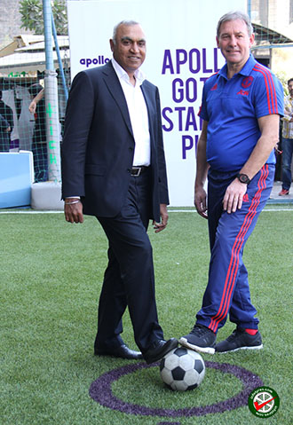 Satish Sharma (l) and Bryan Robson at the inauguration of Apollo Tyres' Go The Distance pitch in Mumbai