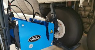 The Easy Gripper 1700 can also be delivered as a turnkey solution that include +/- 75 mm side shift and the control build in the tiller as standard features